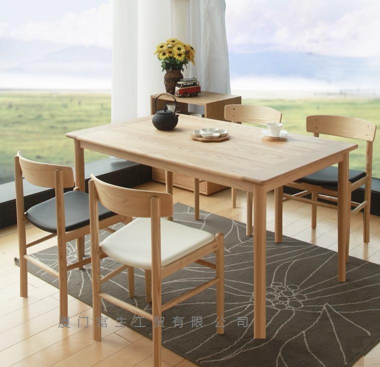 北欧风格实木餐桌