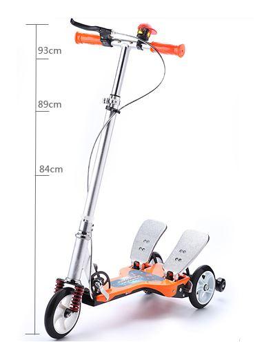 双踏滑板车