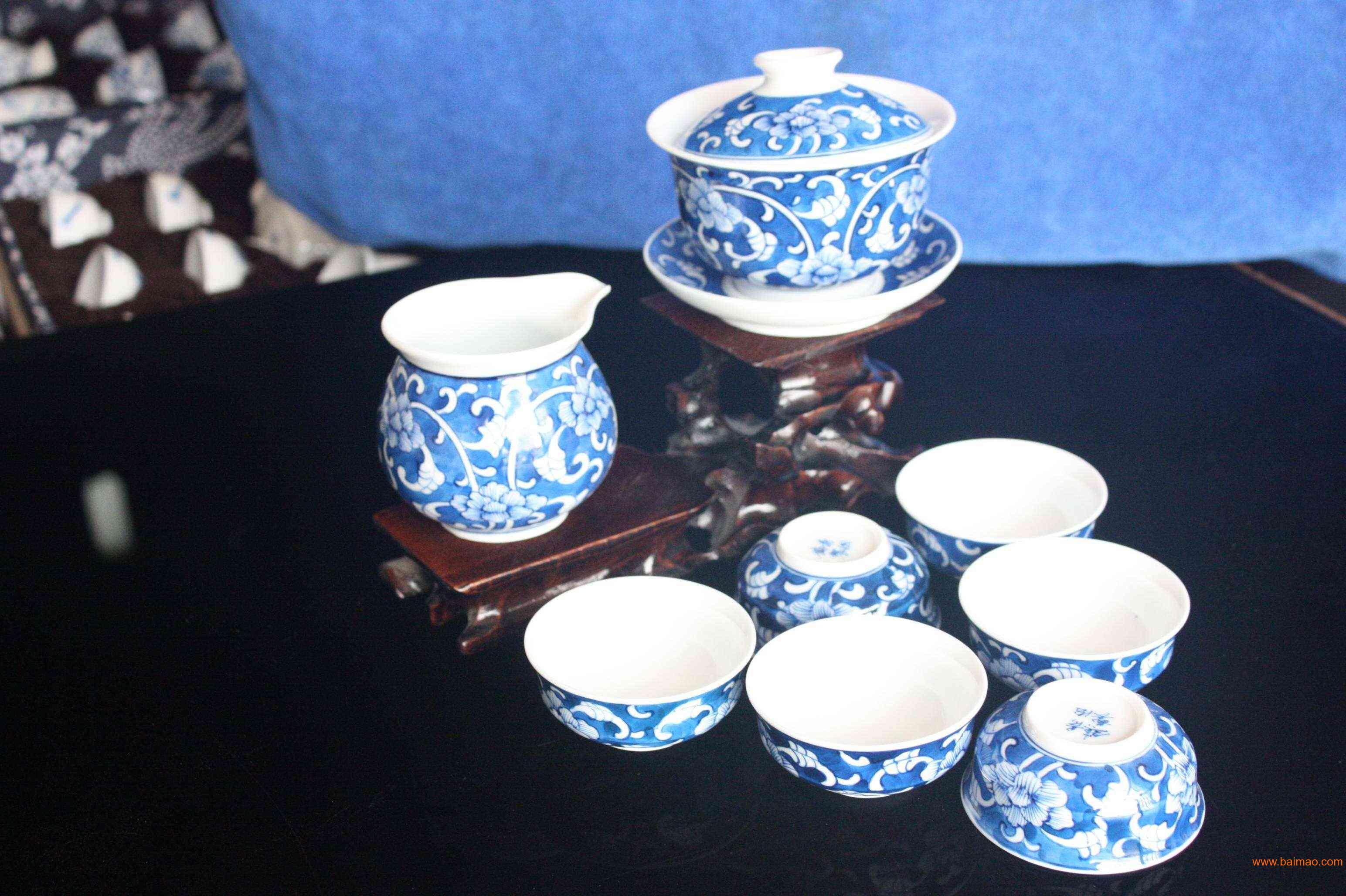 手绘青花瓷茶具图片