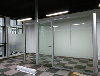 玻璃隔断墙安装服务