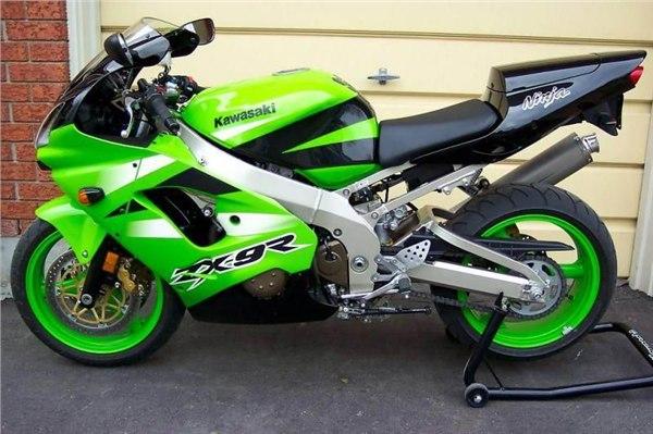 川崎zx-9r摩托车