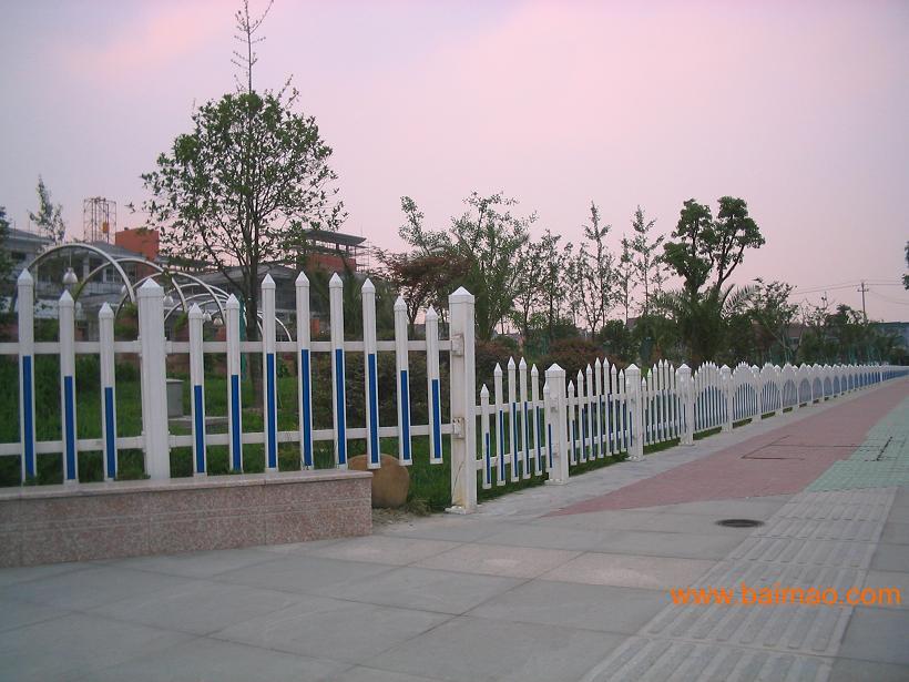 有:铁艺,铁艺大门,铁艺围栏, 钢结构,阁楼,铁艺电动门,平开