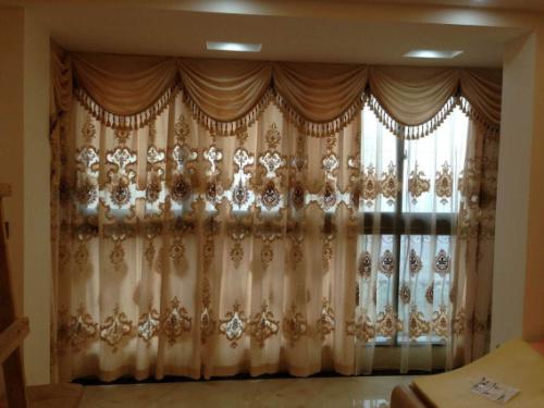 欧式窗帘会有很多的风格有:法式浪漫派,英式复古派,意式图片