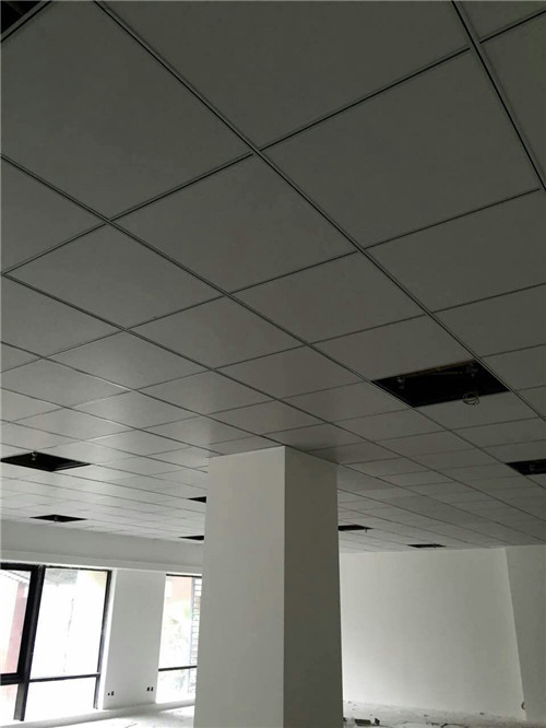 PVC板吊�