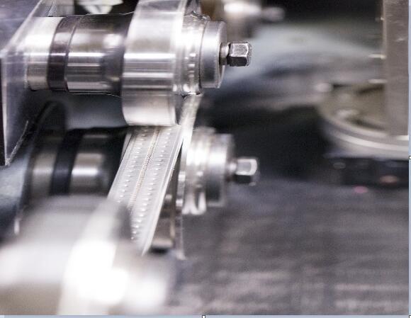大连华工不锈钢暖边条成型机