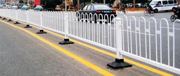 市**护栏道路隔离栏京式护栏贵阳厂家定制批发量大可含