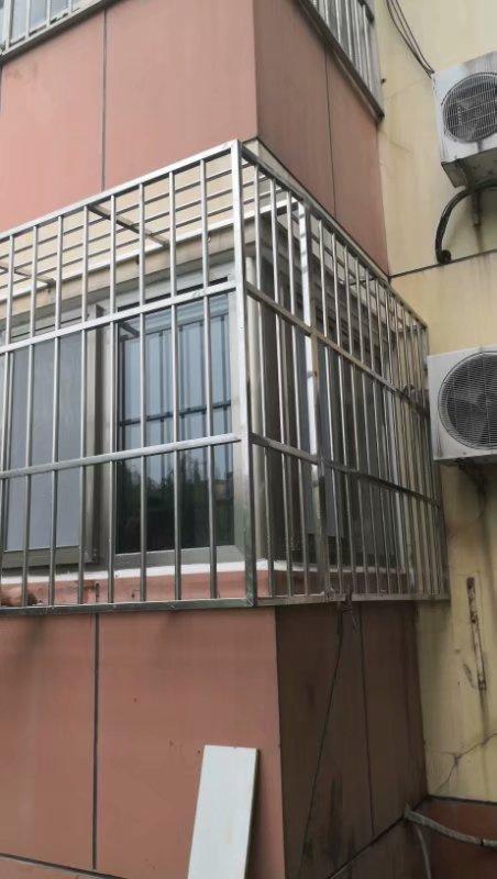 北京朝阳区北沙滩附近安装阳台防护栏小区防盗窗防盗门