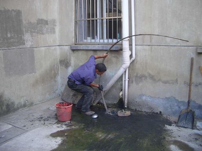 西安: 两工人不幸身亡 下排污井